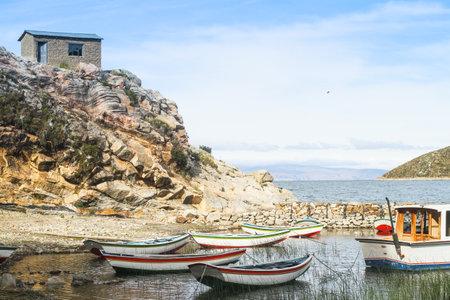 actividad econ�mica: ISLA DEL SOL, BOLIVIA - 21 de enero: Isla Isla del Sol en el lago Titicaca, 21 de enero de 2011, sobre la Isla del Sol, Bolivia. Actividad econ�mica principal de 800 familias en la isla es la agricultura, la pesca y el turismo.