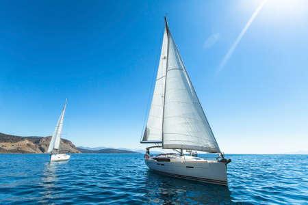 セーリング。贅沢なヨット。セーリング レガッタでボート。 写真素材