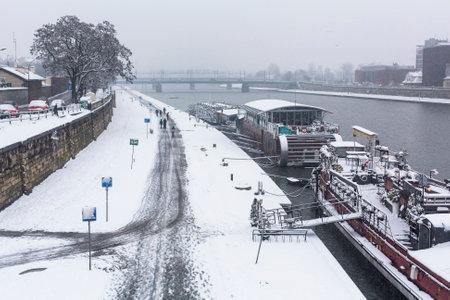 polska monument: KRAKOW, POLAND - JAN 25, 2015: View of the Vistula River in the historic city center. Vistula is the longest river in Poland, at 1,047 kilometres in length.
