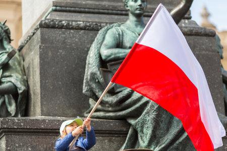クラクフ、ポーランド - 2015 年 5 月 2 日: - ポーランドの共和国の旗の日の間に 2004 年 2 月 20 日の法律によって導入された国民の祝祭はします。同じ 報道画像