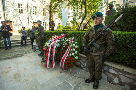 Polonia: KRAKOW, POLAND - MAY 3, 2015: Polish soldiers at ceremony of laying flowers to monument to Hugo Kollataj during annual Polish national and public holiday the May 3rd Constitution Day (of May 3, 1791)