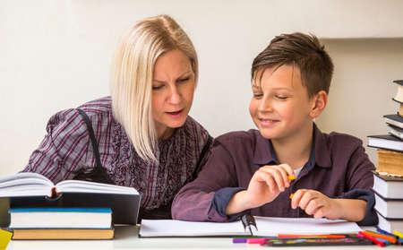 lekce: Předškolák záběru lekce s lektorem. Reklamní fotografie
