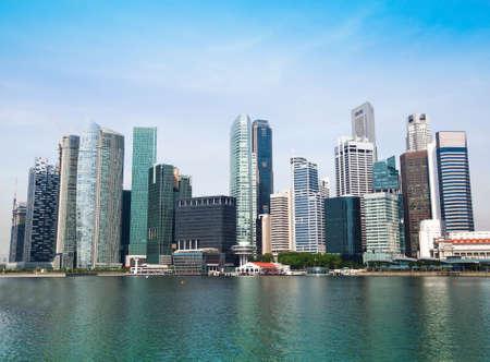 locales comerciales: Panorama de los modernos rascacielos de Singapur