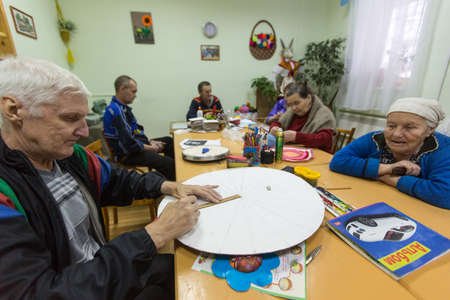 psychologic: VINNITSY, RUSSIA - NOV 30, 2015: Elderly people during occupational therapy for eldery and disabled in rehabilitation department in Center of social services for pensioners and the disabled.