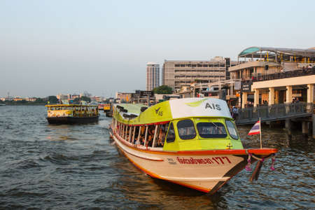 praya: BANGKOK, THAILAND - JAN 23, 2016: Local transport boat on Chao Phraya river. More than 15 boat-lines operate on the rivers and canals of the city, including commuter lines, fares: by 8 to 40 Baht. Editorial