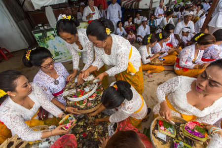 sanur: SANUR, BALI - MAR 18, 2016: Unidentified local people during ceremony Melasti Ritual. Melasti is a Hindu Balinese purification ceremony and one of the most important rituals of Bali island.