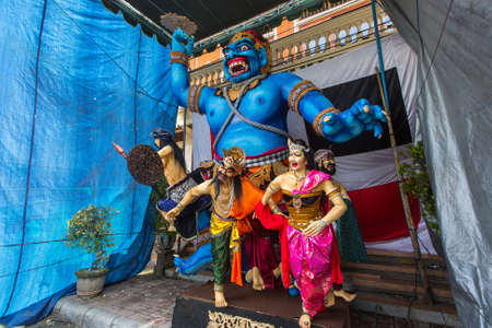 sanur: SANUR, BALI - MAR 18, 2016: Ogoh-ogoh statues standing on the street, prepared for the Ngrupuk parade, which takes place on the eve of Nyepi day. Nyepi is a public holiday in Indonesia. Editorial