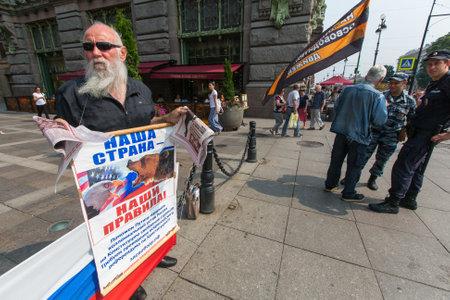 activists: St.PETERSBURG, RUSSIA - JULY 24, 2016: Activists of the pro-Putin anti-western organization NLM SPb (National Liberation movement), on the Nevsky Prospekt. Editorial
