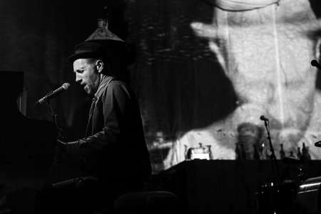 waits: St.PETERSBURG, RUSSIA - AUG 31, 2016: Performance of Billys Band (blues, swing, jazz, rock band, frontman Billy Novick) at performance-concert Game of Tom Waits in Erarta Contemporary Art Museum.