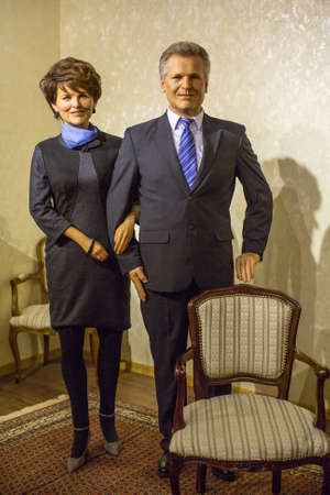 Polonia: KRAKOW, POLAND - SEP 9, 2016: Aleksander Kwasniewski and Jolanta wax figures of Polonia Wax Museum at Main Market Square. The Wax Museum was opened in 2016, inspired by organization in Krakow World Youth Day.