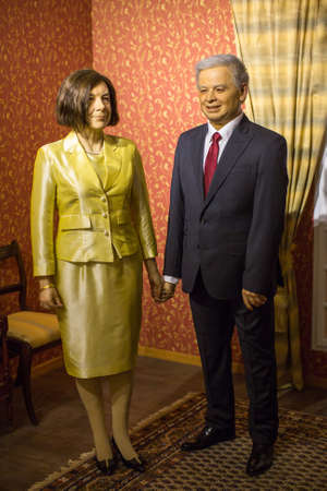 Polonia: KRAKOW, POLAND - SEP 9, 2016: Lech Kaczynski and Maria wax figures of Polonia Wax Museum at Main Market Square. The Wax Museum was opened in 2016, inspired by the organization in Krakow World Youth Day.