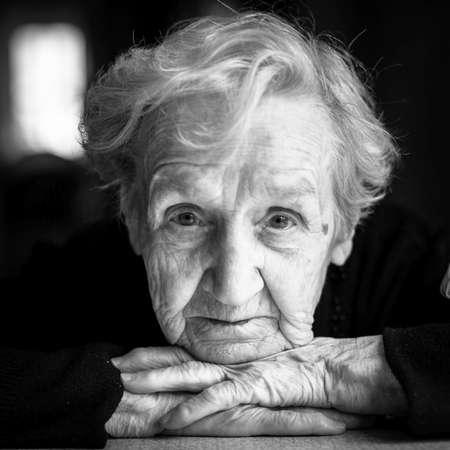 Closeup black and white portrait of an elderly woman. Foto de archivo