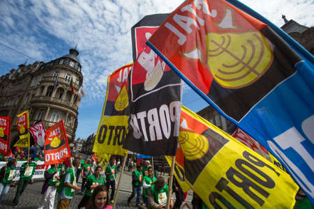 gewerkschaft: PORTO, PORTUGAL - MAY 1, 2017: Celebration of May Day in the Oporto centre. General Confederation of Portuguese workers, traditionally associated with the Communist party, has 800.000 members. Editorial