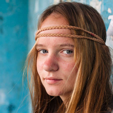 Close-up portrait of young sweet girl hippie outdoor (Woodstock concept) Stockfoto