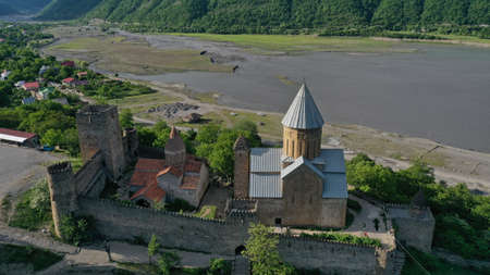Aerial view of old Ananuri Fortress with two churches and picturesque view on river. Georgia. Imagens