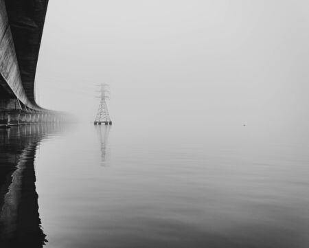 Dumbarton Bridge early morning fog Foto de archivo