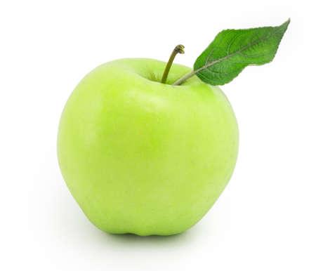 manzana verde: manzana naturaleza muerta con hoja verde sobre fondo blanco Foto de archivo