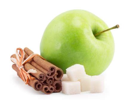 apple cinnamon: mela, cannella, zucchero su uno sfondo bianco Archivio Fotografico