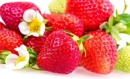 rijpe aardbeien op een witte achtergrond