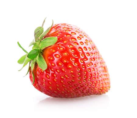 frutilla: Fresas aisladas en el fondo blanco