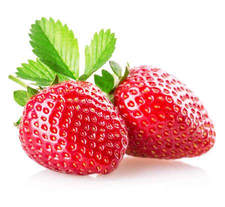 frutilla: Fresa aislada en el fondo blanco