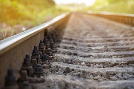 de spoorlijn gaat in de verte