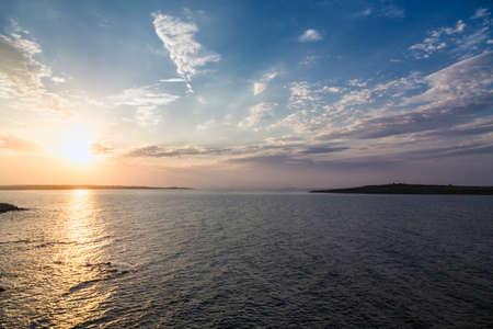 ciel nuages: mer, ciel, coucher de soleil le soleil, paysage