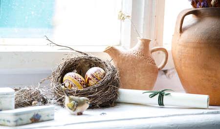 ollas de barro: Nido de huevos de Pascua Todavía ollas de barro