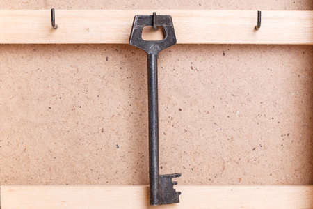 housekeeper: ama de casa de madera de llave de la caja de la vendimia