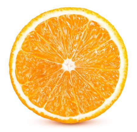 Scheiben von reifen orangefarbenen Früchten isoliert auf weißem Hintergrund Standard-Bild