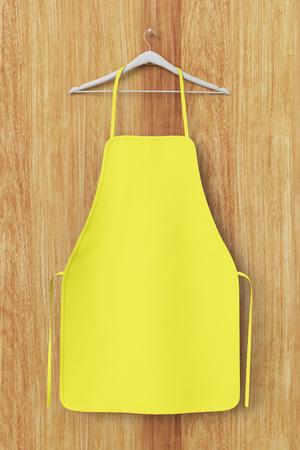 Lege gele die schort op houten achtergrond met het knippen van weg wordt geïsoleerd. 3D illustratie.
