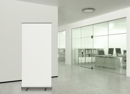 近代的なオフィスにバナー スタンドを空白のロール。3 d イラストレーション