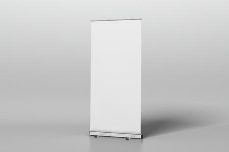 In bianco rotoli sul basamento della bandiera isolato su bianco. Includi il tracciato di ritaglio attorno al banner pubblicitario. Illustrazione 3D