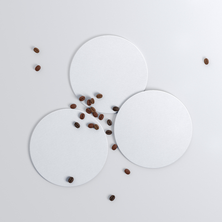 Drie ronde witte onderzetters en koffiebonen op witte achtergrond. 3D illustratie