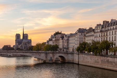 View of Cite with Notre-Dame de Paris and pont de la Tournelle from pont de Sully. Paris, France Stok Fotoğraf