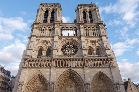 Facade of  Notre-Dame de Paris. Paris, France 免版税图像