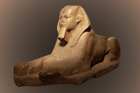 Ancient egyptian granite sphinx Imagens - 128685950