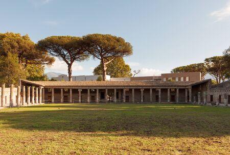 Quadriporch or Quadriportico dei Teatri. Pompei or Pompeii ruins. Ancient Roman city in Pompei, Province of Naples, Campania, Italy Stockfoto