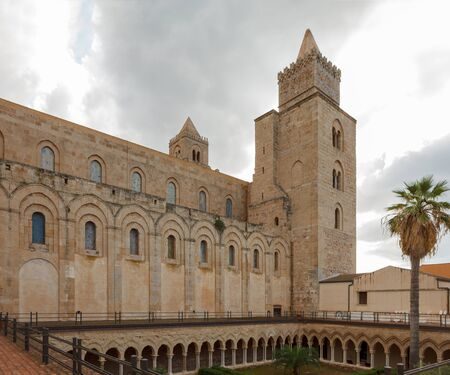 Cloister Of The Cathedral of Chefalu. Sicily, Italy. Banque d'images