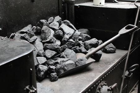 石炭と古いヴィンテージ蒸気シャベル列車 7286