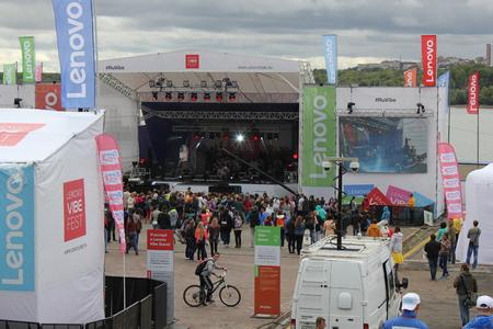 brink: NOVOSIBISRK - AUG 22, 2015: Lenovo vibe fest: Extreme sports, music and technics festival in Novosibirsk, Russia Editorial