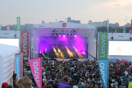 vivo: NOVOSIBISRK - AUG 22, 2015: Lenovo vibe fest: Extreme sports, music and technics festival in Novosibirsk, Russia Editorial