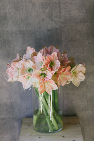Beautiful bouquet of flowers in a vase. 写真素材 - 124716588