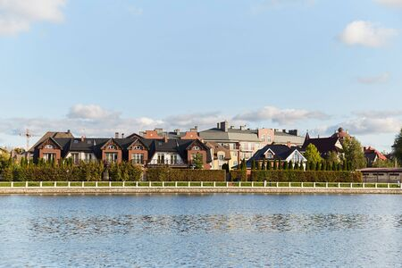 The elite area near the lake. Kaliningrad upper lake. Luxury housing. Stockfoto - 131469314