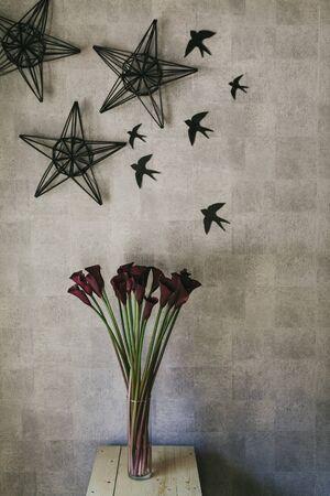 A bouquet of burgundy callas close up. Stockfoto