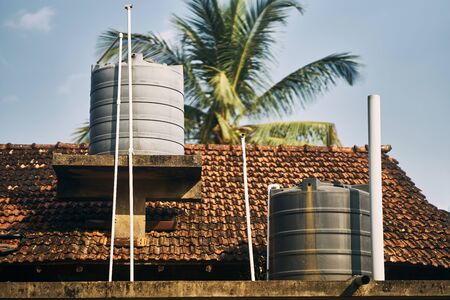 Water tanks on the roof of the building. Water Supply in India and Sri-Lanka. Imagens