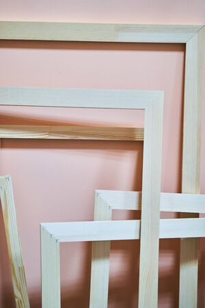 Wooden frames on a pink background. Abstraction. Frames for photos and paintings. Decoration Foto de archivo