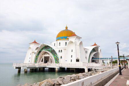 The Melaka Straits Mosque (Masjid Selat Melaka) is a mosque located on the man-made Malacca Island in Malacca City, Malaysia. 写真素材