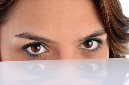 ojos cafes: Dark hair latino girl with brown eyes Foto de archivo