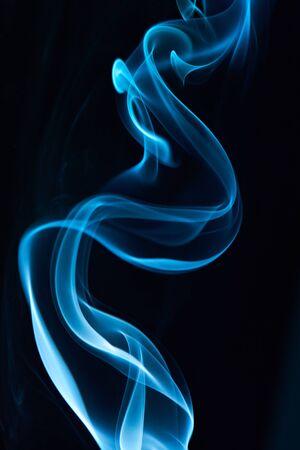close up of elegant blue smoke lines on black Imagens